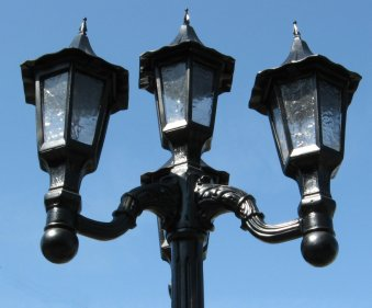 Medium Shaft Victorian Street Lamp Post On Urn Base With